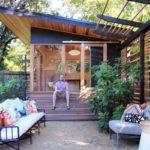 แบบบ้านไม้หลังน้อย สไตล์โมเดิร์น พร้อมชานบ้าน และสวนสีเขียวเพื่อการพักผ่อน อย่างน่าภิรมย์
