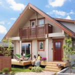 บ้านไม้ทรงจั่ว เพดานสูงโปร่ง เพิ่มพื้นที่อยู่อาศัยด้วยชั้นลอย และการตกแต่งสไตล์รัสติก ดูอบอุ่น น่าอยู่