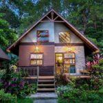บ้านไม้ชั้นครึ่งสไตล์รีสอร์ท 'Khaokho Herbary' อบอุ่นท่ามกลางธรรมชาติ