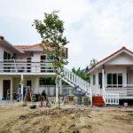 แบบบ้านแฝดยกพื้นสูง พร้อมใต้ถุนบ้าน ออกแบบเพื่อการพักผ่อน พร้อมพื้นที่ใช้สอยที่หลากหลาย