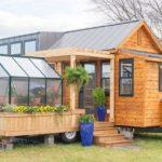 บ้านโมบาย พร้อมห้องเรือนกระจกขนาดเล็ก เชื่อมโยงพื้นที่อยู่อาศัยเข้าสู่ความเป็นธรรมชาติ