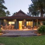 บ้านคอทเทจเพื่อการพักผ่อน บรรยากาศแสนสบาย มีระเบียงนั่งเล่น พร้อมธรรมชาติสีเขียวโอบล้อม