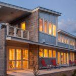 บ้านสองชั้นสไตล์โมเดิร์น ตกแต่งด้วยงานไม้ อิฐบล็อค และเมทัลชีท สะท้อนความเรียบง่ายออกมาในรูปแบบที่อบอุ่นเป็นกันเอง