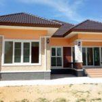 บ้านชั้นเดียวสไตล์ทรอปิคอล โทนสีส้มสดใส 3 ห้องนอน 2 ห้องน้ำ พื้นที่ใช้สอย 120 ตร. ม.