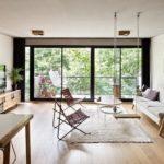 พาชม 'อพาร์ทเมนต์โมเดิร์น' เชื่อมโยงธรรมชาติ เข้ากับการใช้ชีวิตผ่านระเบียงส่วนตัว