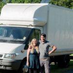 คู่รักไอเดียแจ๋ว เปลี่ยนรถตู้คันเก่าให้กลายเป็น 'รถบ้าน' พร้อมออกเดินทางท่องเที่ยวทั่วประเทศ!!