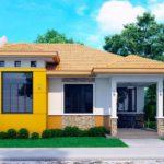 แบบบ้านชั้นเดียวทรงปั้นหยา โดดเด่นด้วยสีเหลืองสด เข้ากับสวนสีเขียวรอบบ้านได้อย่างลงตัว