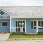 บ้านชั้นเดียวโทนสีฟ้า สไตล์อิงลิชคันทรี 3 ห้องนอน 2 ห้องน้ำ พร้อมบรรยากาศที่อบอุ่นเป็นกันเอง