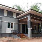 บ้านชั้นเดียวเรียบง่าย ตกแต่งสไตล์โมเดิร์น สร้างในพื้นที่ชนบท กับงบประมาณสุดประหยัด