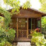 บ้านไม้ตากอากาศสไตล์คอทเทจ ก่อสร้างด้วยวัสดุเรียบง่าย เอนกายพักผ่อนสูดกลิ่นอายจากธรรมชาติ