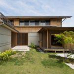 บ้านไม้สองชั้นสไตล์ญี่ปุ่น ครบครันทุกพื้นที่ใช้งาน เคล้าบรรยากาศสวนหย่อมชุ่มชื่น