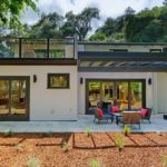 บ้านโมเดิร์นสองชั้น เน้นการพักผ่อน โดดเด่นด้วยรูปทรงเรียบง่าย แฝงไปด้วยความสะดวกสบายในทุกอิริยาบถ