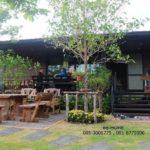 บ้านพักตากอากาศยกพื้น พร้อมระเบียงพักผ่อนและสวนหน้าบ้านสุดร่มรื่น งบประมาณไม่เกิน 9 แสนบาท