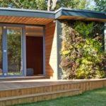 บ้านสวนโมเดิร์นชั้นเดียว โอบล้อมด้วยสวนสีเขียวและต้นไม้ใหญ่ เชื่อมโยงการใช้ชีวิตเข้าสู่ธรรมชาติในสไตล์คนเมือง