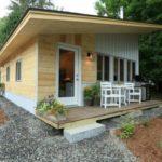 บ้านโมเดิร์นขนาดเล็ก ตกแต่งด้วยบรรยากาศที่อบอุ่นเป็นกันเอง แวดล้อมด้วยธรรมชาติเขียวขจี