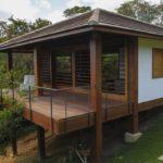 บ้านพักตากอากาศ ออกแบบตัวบ้านปลอดโปร่ง บรรยากาศเชิงเขาและทุ่งหญ้าเขียวขจี