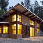 แบบบ้านหลังคาเพิงหมาแหงน ผสานความงามตามธรรมชาติจากไม้และปูน ออกแบบเป็นมิตรกับสิ่งแวดล้อม