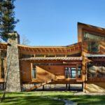 บ้านชั้นครึ่งสไตล์โมเดิร์น แฝงไปด้วยกลิ่นอายแบบรัสติค พร้อมการออกแบบที่ตอบรับกับพื้นที่ธรรมชาติ