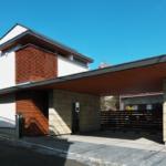 บ้านโมเดิร์นญี่ปุ่นขนาดสองชั้น โครงสร้างไม้ผสมผสานปูนเปลือย ความสวยงามที่มีเอกลักษณ์เฉพาะตัว