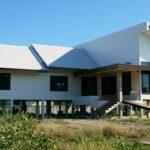 """แชร์ประสบการณ์ """"สร้างบ้านสไตล์ทรอปิคอล"""" โทนสีขาว โครงสร้างยกสูง โปร่งโล่งสบาย อากาศถ่ายเทสะดวก"""