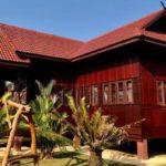 บ้านไทยประยุกต์ชั้นเดียว โครงสร้างผสมผสานปูนและไม้ เน้นพื้นที่ใช้สอยโปร่งโล่งไม่อึดอัด