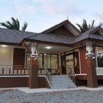 บ้านเดี่ยวชั้นเดียวทรงไทยประยุกต์ โทนสีน้ำตาลขาว 2 ห้องนอน 2 ห้องน้ำ พร้อมพื้นที่ใช้สอย 125 ตารางเมตร
