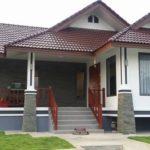 บ้านชั้นเดียวทรงไทยประยุกต์ หลังคาทรงหน้าจั่ว ในโทนสีอบอุ่นมั่นคง