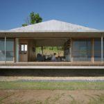 บ้านมินิมอลหลังคาทรงจั่ว สวยดิบด้วยผนังปูนเปลือย ภายในโปร่งโล่งสบายใกล้ชิดธรรมชาติ