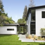 บ้านไร่สไตล์โมเดิร์น หลังคาเพิงหมาแหงน โครงสร้างทรงเรขาคณิตสวยเด่นทันสมัย