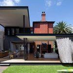 บ้านสองชั้นสไตล์คอนเทมโพรารี โครงสร้างผนังอิฐโชว์แนวเก่าแก่ สะท้อนดีไซน์การตกแต่งเป็นเอกลัษณ์