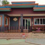 บ้านชั้นเดียวสไตล์คอนเทมโพรารี โดดเด่นด้วยโทนสีเทาส้ม ดีไซน์ภายในมีเอกลักษณ์ไม่ซ้ำใคร