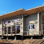 บ้านไม้ชั้นเดียวยกพื้น ดีไซน์เรียบง่ายแฝงความสมัย ตกแต่งภายในด้วยงานไม้สีอ่อนดูอบอุ่นและเป็นธรรมชาติ