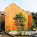บ้านไม้สไตล์มินิมอล ออกแบบเน้นความเงียบสงบ ห้อมล้อมด้วยธรรมชาตินานาพรรณ