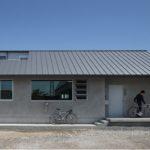 บ้านปูนเปลือยสุดเรียบง่าย ภายในตกแต่งด้วยงานไม้ อบอุ่น เป็นส่วนตัว แต่ไม่อึดอัด