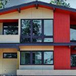 แบบบ้านโมเดิร์นหลังคาหน้าจั่ว ขนาดสองชั้น ออกแบบแนบชิดเนินเขา ในบรรยากาศใกล้ชิดธรรมชาติ