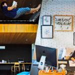 """6 ไอเดีย """"การออกแบบพื้นที่ทำงาน"""" สำหรับเหล่าฟรีแลนซ์ เปลี่ยนบ้านให้เป็นห้องทำงานที่มีประสิทธิภาพ"""