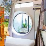 """9 แนวทางการออกแบบ """"หน้าต่าง"""" สร้างเอกลักษณ์ และเพิ่มแสงสว่างจากธรรมชาติให้แก่บ้าน"""