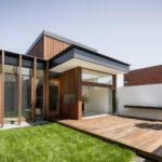 บ้านหน้าแคบแต่ครบครัน เน้นความโปร่งสบายและอบอุ่น ไม่ทิ้งกลิ่นอายธรรมชาติ