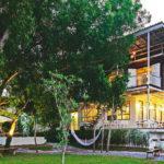 บ้านไม้สไตล์โมเดิร์น ออกแบบยกใต้ถุนสูง ตกแต่งด้วยโทนสีอ่อนโยน สร้างบรรยากาศแห่งการพักผ่อน