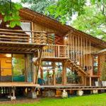 บ้านไม้ไผ่ยกพื้นต่ำ ดีไซน์เป็นมิตรต่อสิ่งแวดล้อม ผสานสมดุลแห่งชีวิตและธรรมชาติ