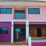บ้านสองชั้นสไตล์คอนเทมโพรารี่ 6 ห้องนอน 4 ห้องน้ำ ในโทนสีสวยสะดุดตา (ก่อสร้างที่จังหวัดเชียงใหม่)