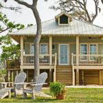 บ้านพักตากอากาศ สไตล์คอจเทจ ออกแบบตัวบ้านยกสูง เหมาะสำหรับบรรยากาศชายป่า หรือชายทะเล