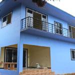 บ้านสองชั้นสไตล์โมเดิร์น 4 ห้องนอน 2 ห้องน้ำ สวยเด่นด้วยผนังโทนสีฟ้าสดใส