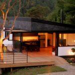 บ้านตากอากาศสไตล์โมเดิร์น สวยงามลงตัวพร้อมระเบียงชมวิว โอบล้อมด้วยป่าเขาธรรมชาติ