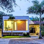 บ้านรูปทรงสี่เหลี่ยมสไตล์โมเดิร์น ดีไซน์ขนาดกะทัดรัด ตกแต่งในโทนสีขาวสบายตา