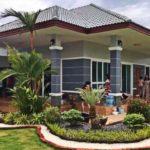 บ้านสไตล์คอนเทมโพรารีชั้นเดียว ตกแต่งเรียบง่าย แวดล้อมด้วยสวนสีเขียวอชุ่ม