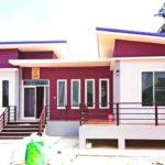 บ้านสไตล์โมเดิร์นชั้นเดียว โดดเด่นด้วยโทนสีม่วง พร้อมพื้นที่ภายในปลอดโปร่งผ่อนคลาย