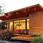 บ้านไม้ยกพื้นต่ำสไตล์โมเดิร์น ขนาดกะทัดรัด ออกแบบเพื่อเป็นพื้นที่พักผ่อน หรือใช้เป็นโฮมออฟฟิศ