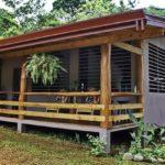 บ้านยกพื้นสไตล์รีสอร์ท มีระเบียงรับลมเย็น ออกแบบเรียบง่าย เข้ากับธรรมชาติ