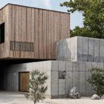 บ้านโมเดิร์นลอฟท์รูปทรงกล่อง ออกแบบผสานผนังไม้ และผนังคอนกรีต ให้ความสวยงามลงตัว